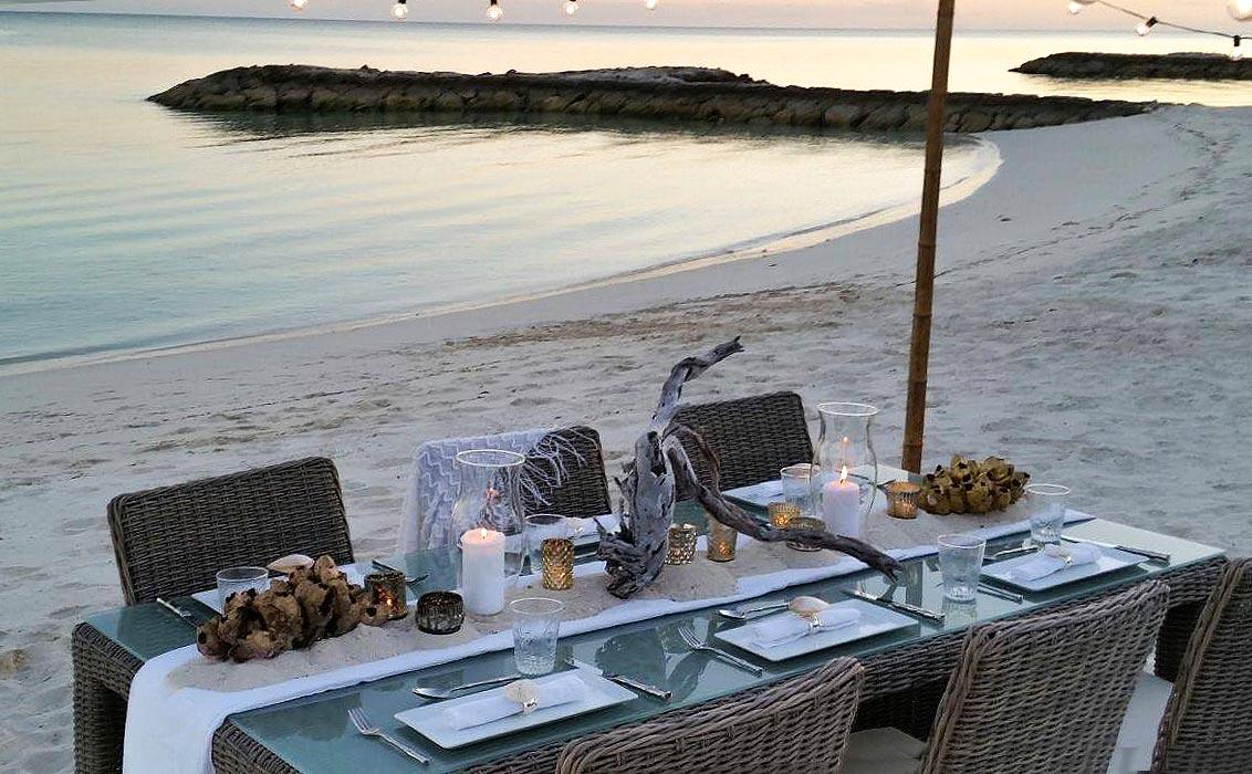 DINE ON THE BEACH